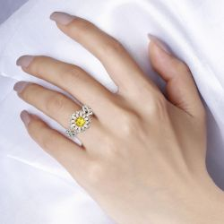 Jeulia Daisy Intertwined Round Cut Sterling Silver Ring